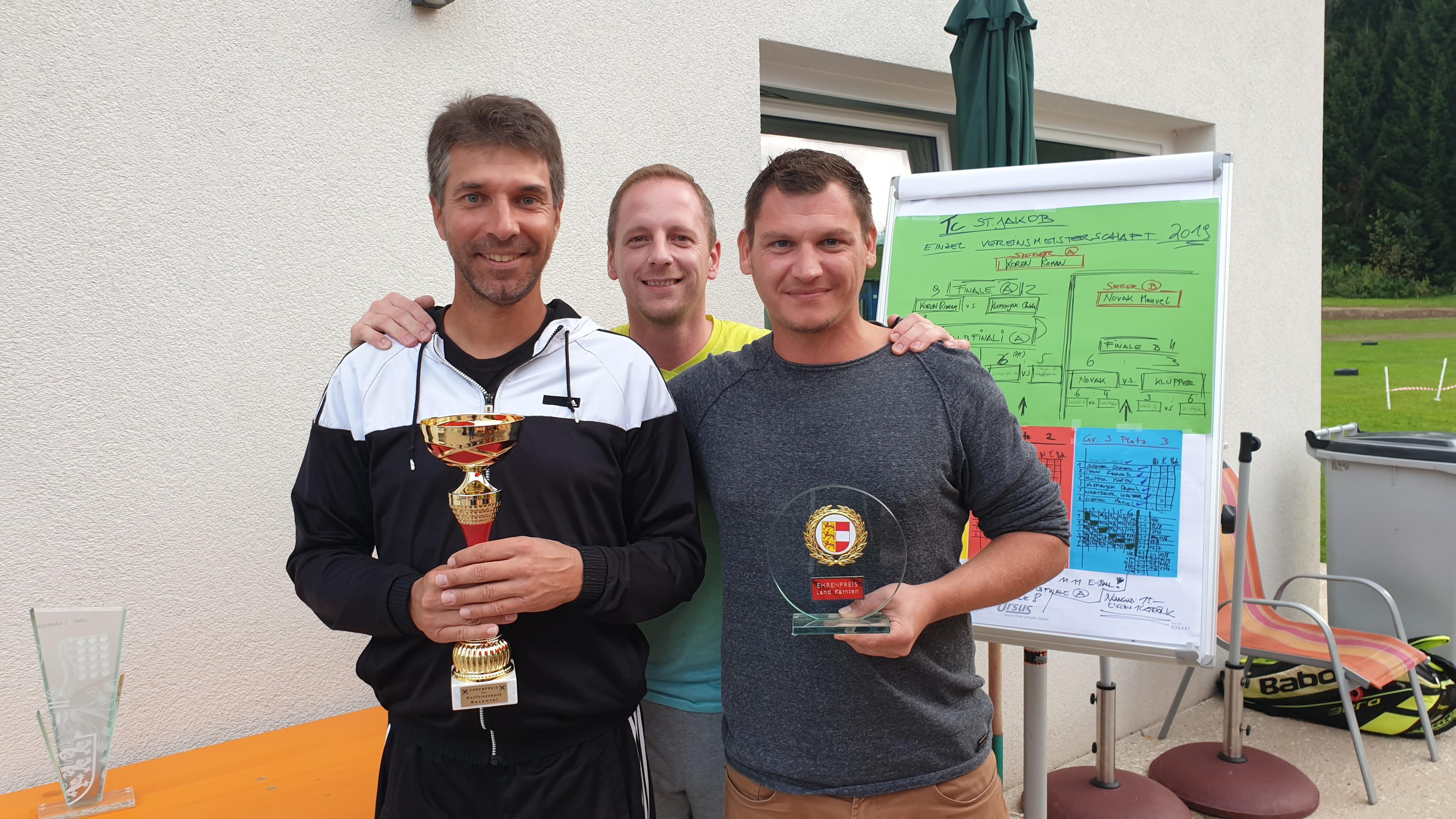 Finalist B Bewerb Martin Klupper, Obmann Roman Sucher und Sieger Manuel Novak: